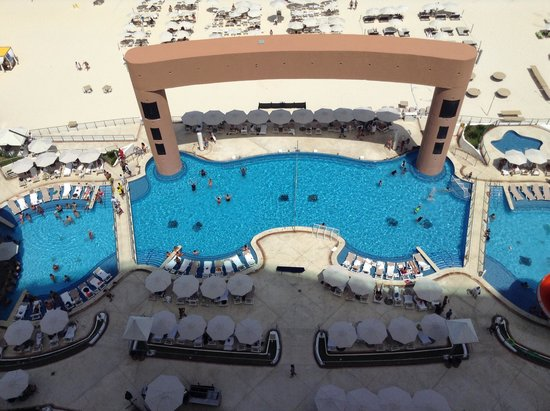 Beach Palace: Pool view