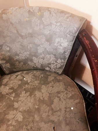 BEST WESTERN Milton Inn : Paint stained chair