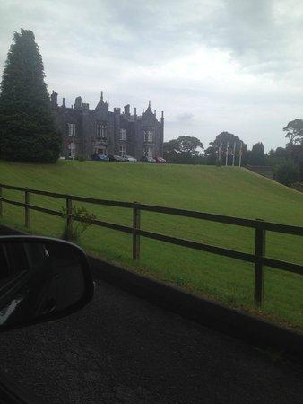 Belleek Castle: Drive towards castle
