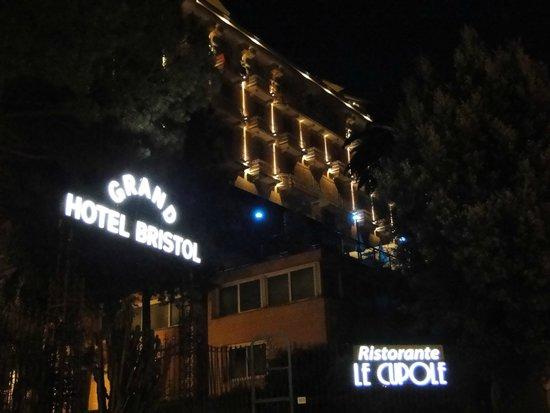 Grand Hotel Bristol Resort & Spa : Entrée et façade Hotel (côté mer)