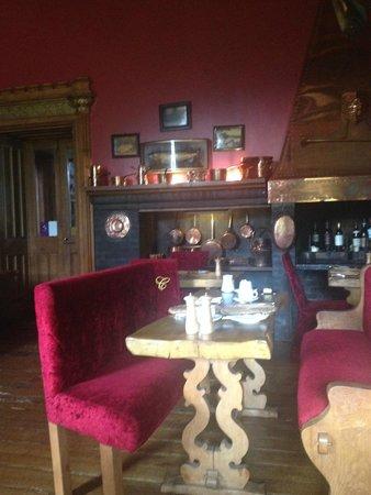 Belleek Castle: Breakfast dining area