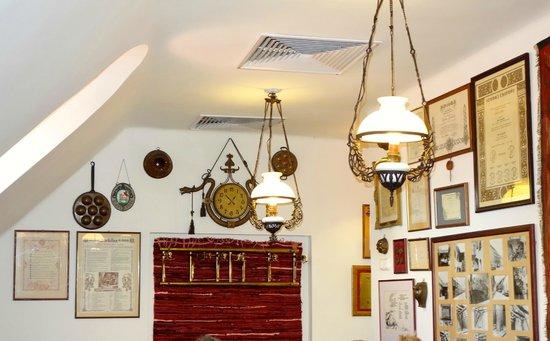 Aranysarkany Vendeglo : Interior decoration.