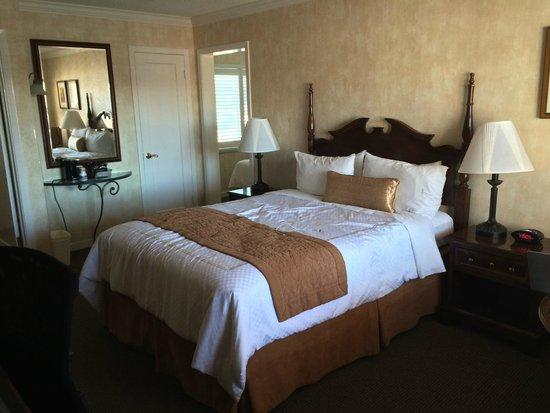 BEST WESTERN PLUS El Rancho Inn: View of the room