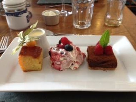 Black Lion Restaurant: trio of deserts :-)