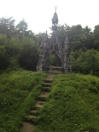 Belleek Castle: Monument over the grave of Sir Charles Knox Gore in Belleek Woods - a must see!