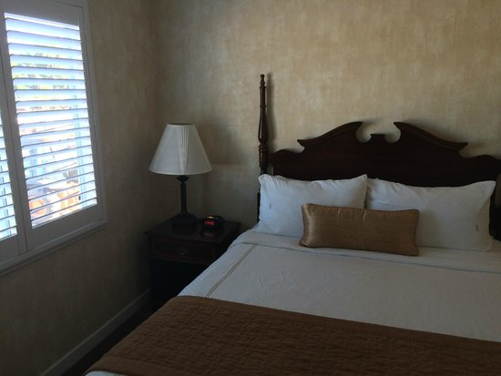 Best Western Plus El Rancho Inn: The back bed room