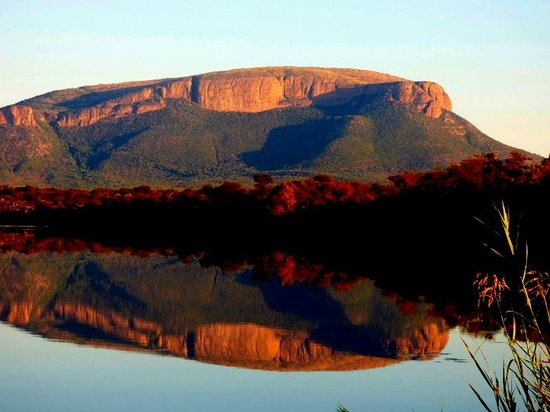 Marataba Safari Lodge : Afternoon game drive - sunset on the Waterberg Mountains