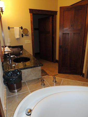 Five Pine Lodge & Spa: Cabin 22