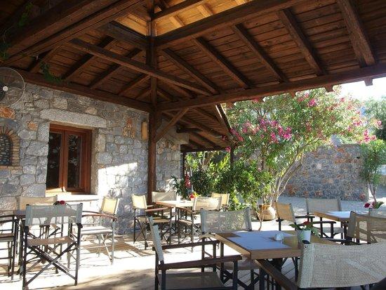 Melitsina Village Hotel: Breakfast area