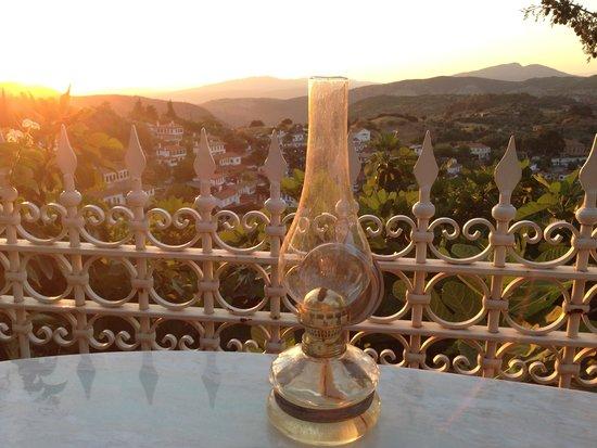 Nisanyan Evleri Hotel: Terastan Sirinceye bakis