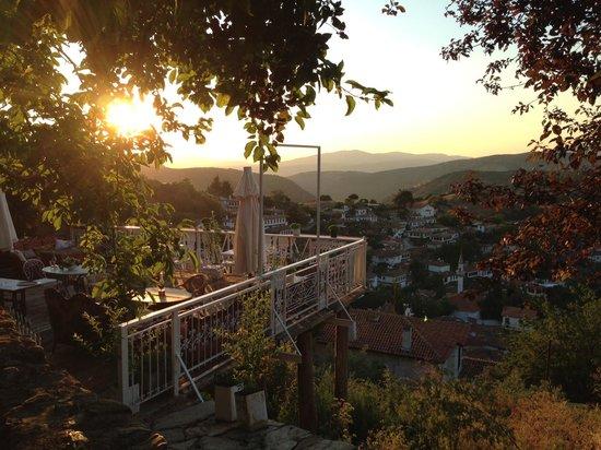 Nisanyan Evleri Hotel: Gun batimi