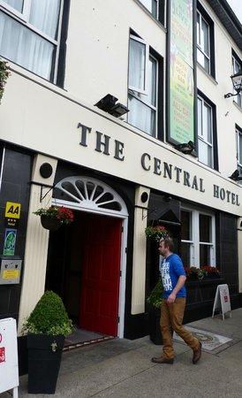 The Central Hotel - Donegal : outside view