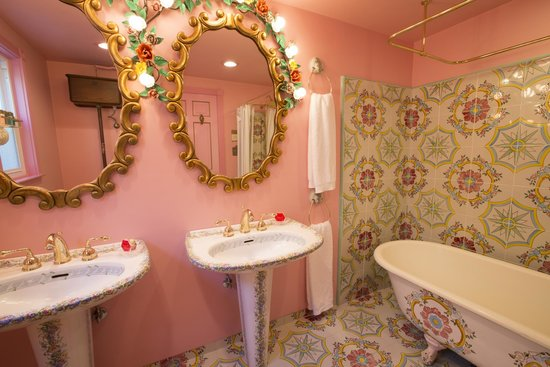 Madonna Inn: Old Fashioned Honeymoon Bath