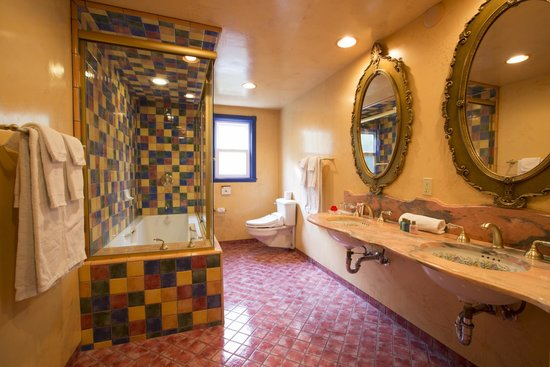Madonna Inn: American Home Bath