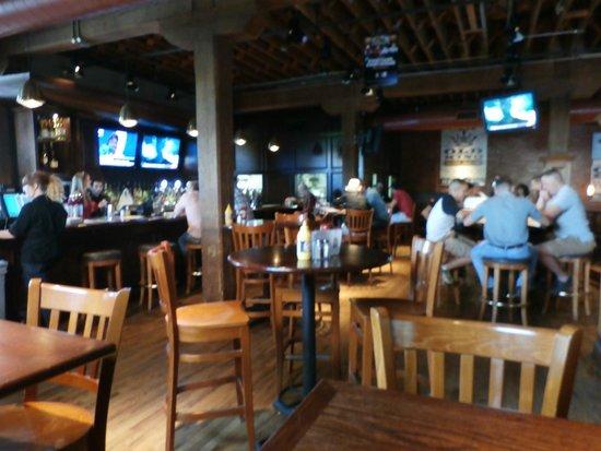 Bricktown Brewery Restaurant: Bar seating area