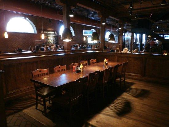 Bricktown Brewery Restaurant: Main seating area