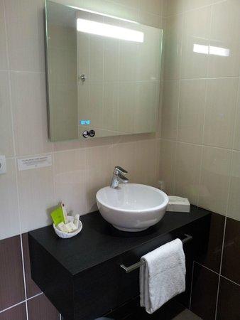 Les Pierres Dorées: salle de bain