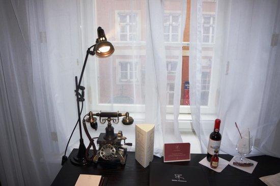 Hotel Telegraaf: phone desk