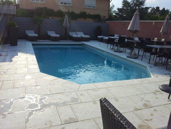 Les Pierres Dorées : piscine