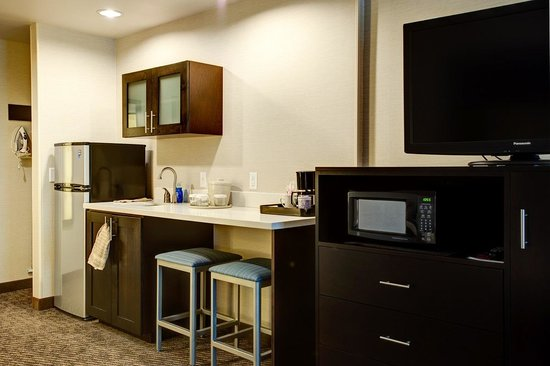 Holiday Inn Express Bellingham: Two Queen Kitchenette