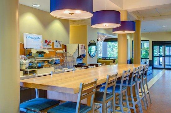 Holiday Inn Express Bellingham: Breakfast Bar