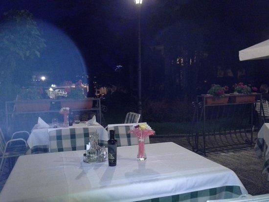 Restaurant Knezgrad: cenetta all'aperto a Lovran