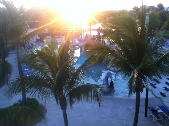 Barcelo Maya Palace: Sunset over the giant pools