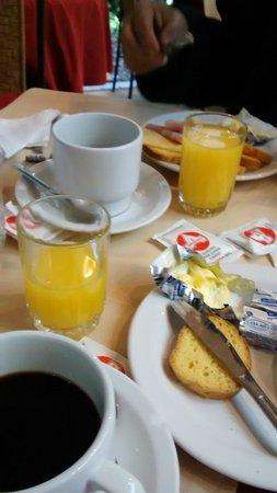 Oxford Hotel: Café da manhã..Suco de laranja natural(de verdade)..