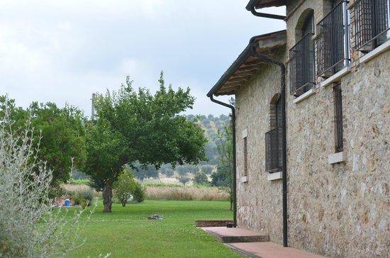 Villa Acquaviva: lato agriturismo
