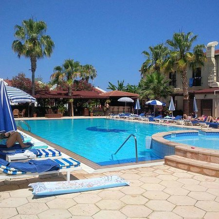 Almond Holiday Village: immaculate pool / area