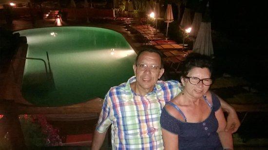 Hotel Terme La Pergola: amici in piscina