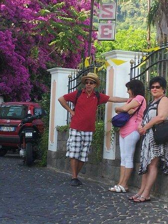 Hotel Terme La Pergola: attesa alla fermata del bus