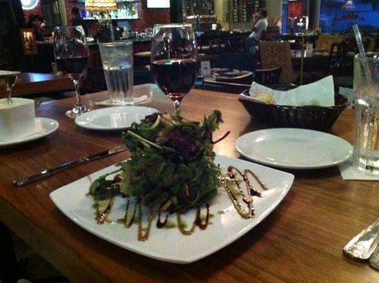 Di Zucchero Restaurant & Lounge: salad for an opener!