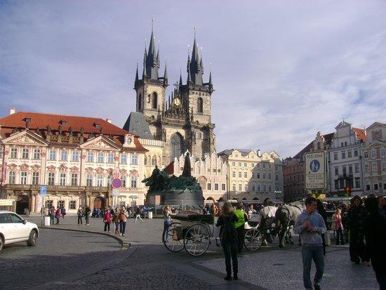 Prager Altstadt: Catedral N.S. de Tyn na Praça da cidade Velha