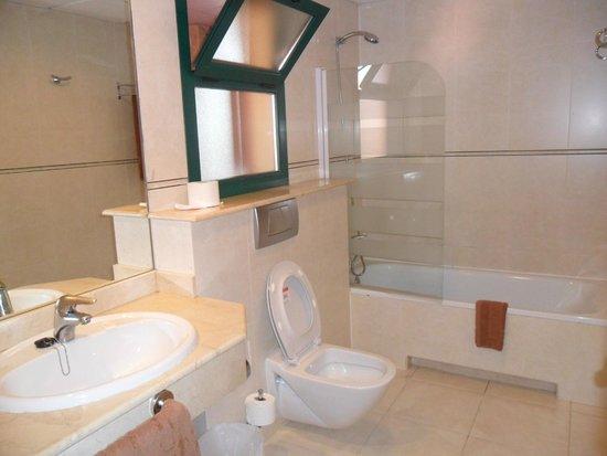 LABRANDA Aloe Club Resort: Bagno della camera 204
