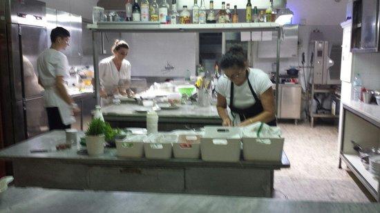 Hotel Ristorante Il Cefalo: Una parte dello staff della cucina del cefalo.