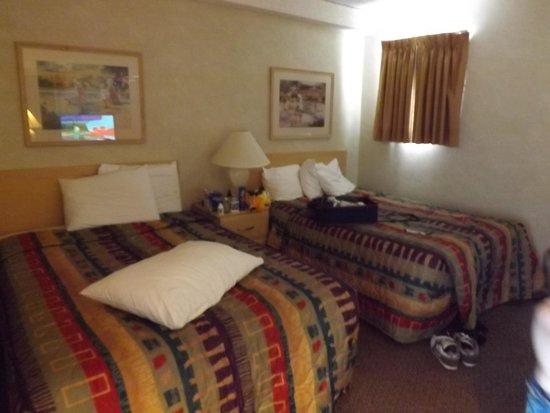 Water's Edge Ocean Resort: Front bedroom of a D room