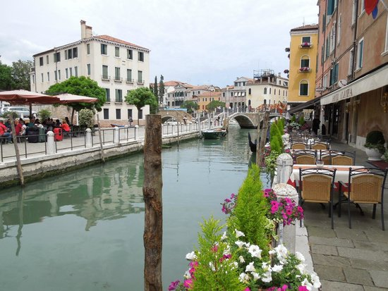 BEST WESTERN Hotel Olimpia: View of the canal in front of the hotel