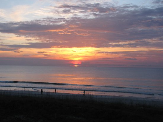 Four Points by Sheraton Jacksonville Beachfront: Sunrise from my second floor balcony at Four Points by Sheraton