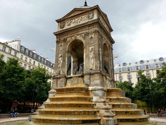 Water feature near Les Halles