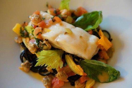 Restaurant Les Trois Couronnes: Main course - Wild turbot « au naturel », linguine pasta with squid ink and clams