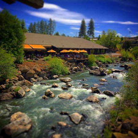 Riverhouse on the Deschutes: View from the river facing rooms