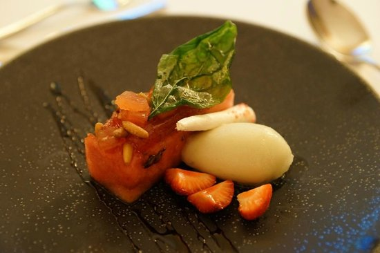 Restaurant Les Trois Couronnes: Dessert - Watermelon freshness with candied tomato, basil sorbet