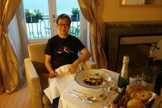 Restaurant Les Trois Couronnes: Dining in the room