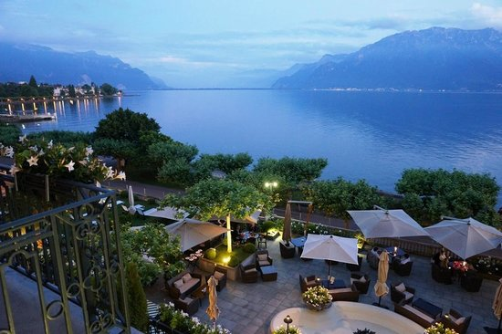 Restaurant Les Trois Couronnes: View to lake, mountains and France across