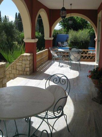 Aresti Villas: Chryssa porch