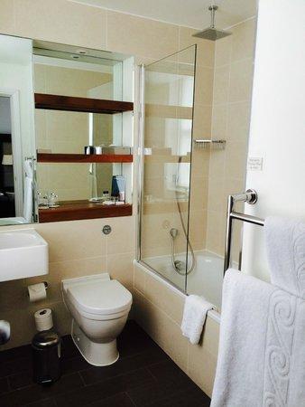 Thistle Holborn, The Kingsley: Salle de bains