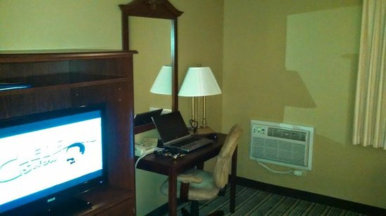 Best Western Alderwood: Shot of the desk and a/c