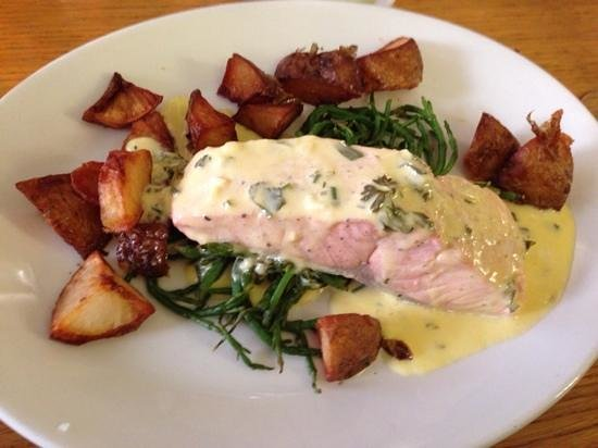 SeaDrift Kitchen Cafe: Poached salmon on a bed of samphire, with lemon butter.