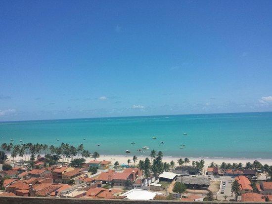 Passeio de bugue as Lagoas Azul e Paraiso : Vista da praia de cima do morro